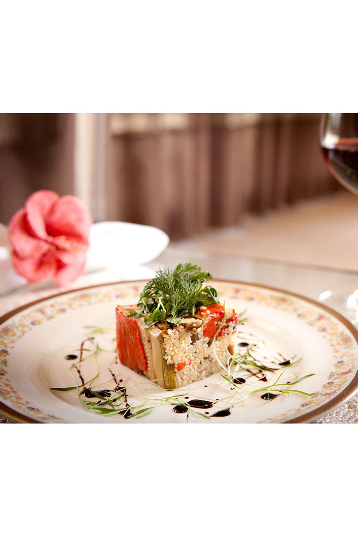 couscous-marroquino-envolto-de-vegetais-e-pesto