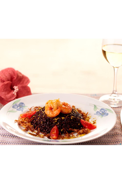 arroz-negro-com-camaroes-e-crispy-de-alho-poro-ao-perfume-de-limao-siciliano